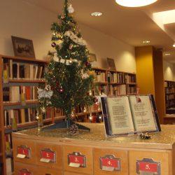 Karácsony-váró-Galéria-Városi-Könyvtár1